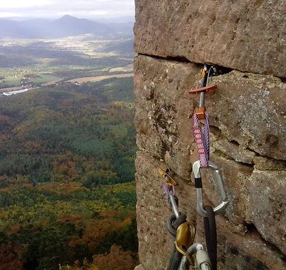 Accord de pierre-équipement corde-Haut koenigsbourg-cordiste-travaux en hauteur-monument historique-patrimoine