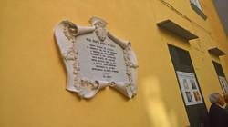 la lapide commemorativa