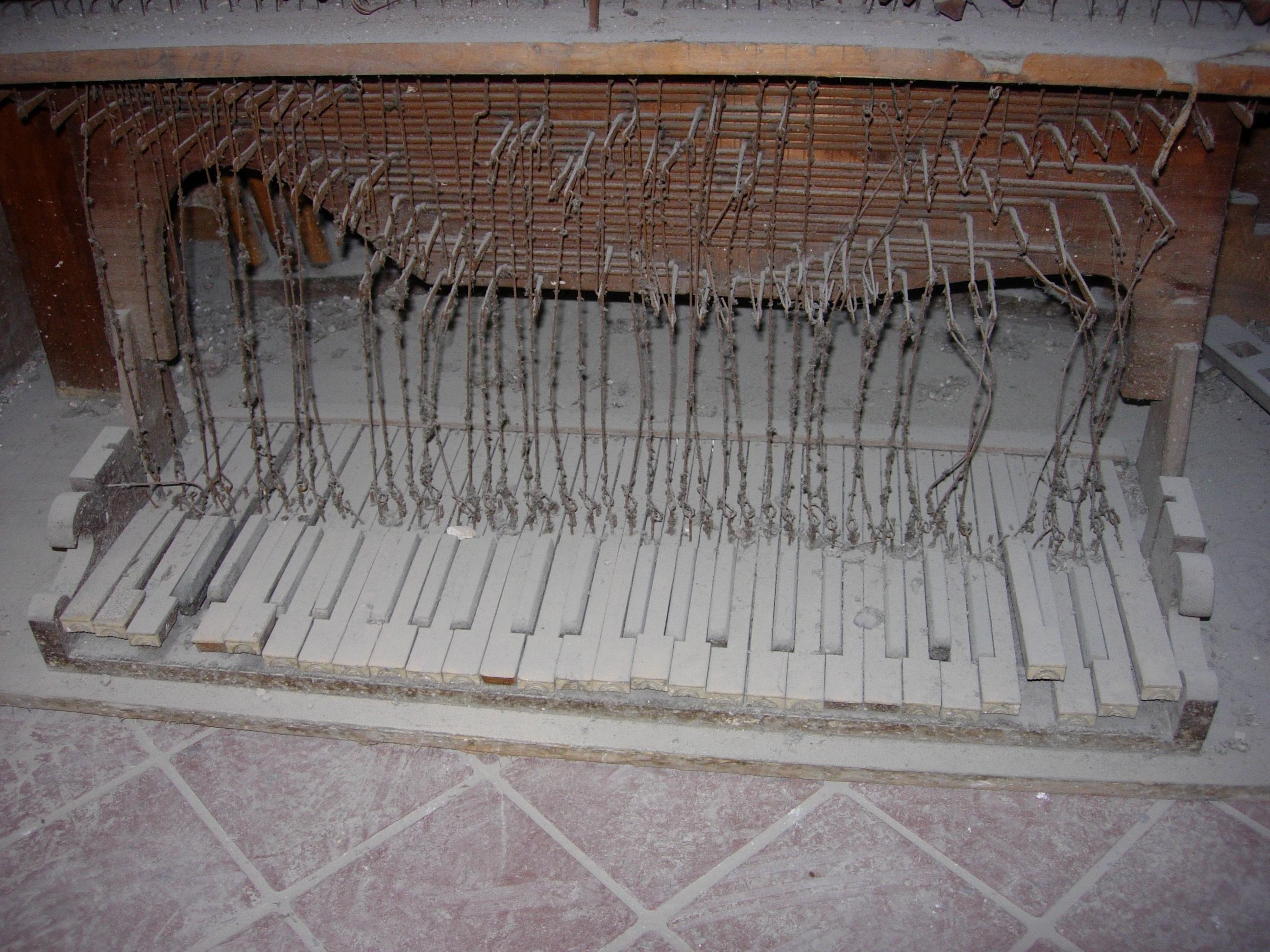 La tastiera dell'organo antico 1999