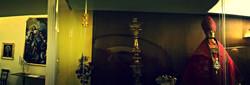 La vetrina con gli arredi sacri