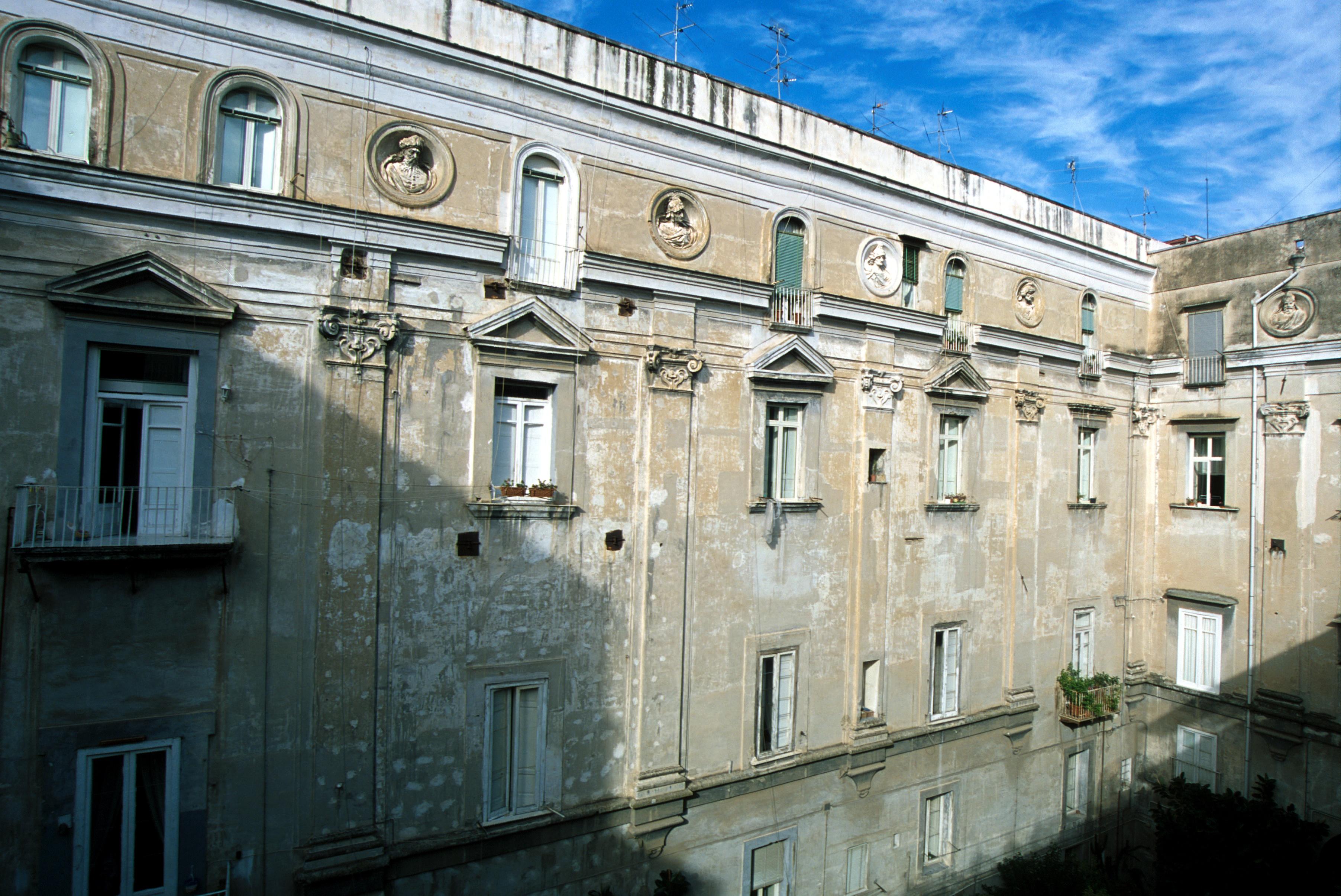 Il palazzo prima del restauro