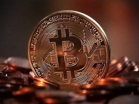 Le bitcoin dépasse pour la première fois de l'histoire la barre des 60 000 dollars