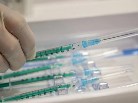 Vaccin : des influenceurs contactés pour critiquer Pfizer