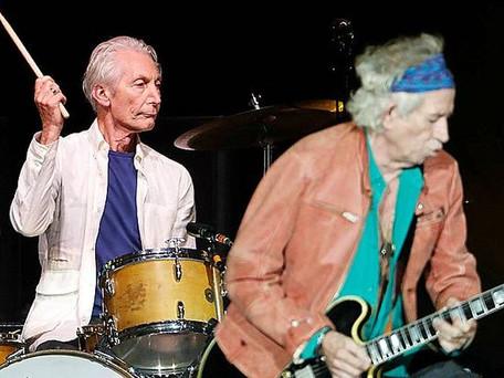 """Rolling Stones : le monde de la musique pleure la mort du """"roc"""" Charlie Watts"""