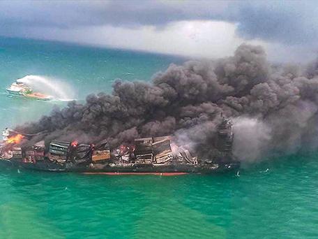 """Sri Lanka : naufrage imminent du """"X-Press Pearl"""", un désastre écologique en vue"""