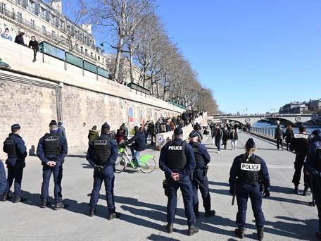 Paris : Les quais de Seine de nouveau évacués par la police, trop de monde présent