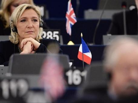 Eurodéputés RN: le rapport de police met bien en cause Marine Le Pen