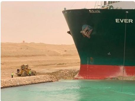 Canal de suez : 12% de l'économie mondiale bloquée. Le porte-conteneurs à enfin commencé à bouger
