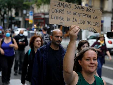 Covid-19: les opposants au pass sanitaire sont à nouveau dans la rue ce samedi