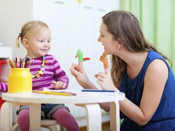 Les assistantes maternelles peuvent finalement garder des enfants pendant les 3 prochaines semaines