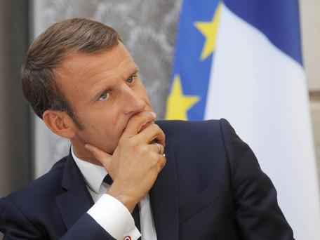 QR codes, passeport vaccinal sont des pistes envisagées par Macron en plein questionnement