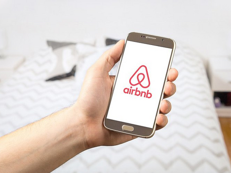 Airbnb : ils rechechent 12 personnes pour voyager gratuitement pendant 1 an