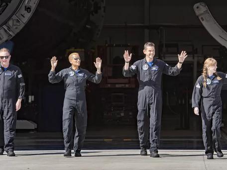 Space X : lancement de son premier vol touristique