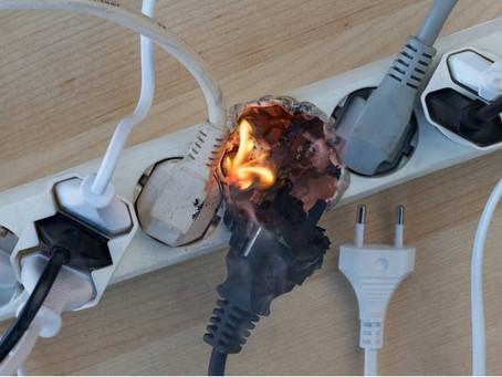 Nunca permita Gambiarras Elétricas