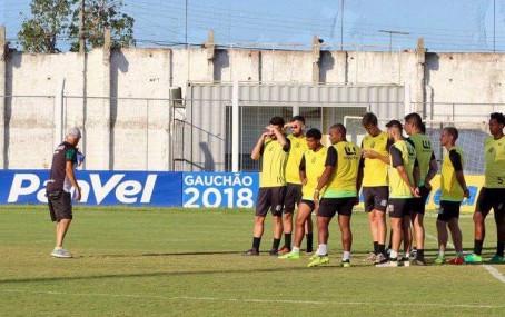 São Paulo segue ritmo de treinamentos para o jogo do domingo