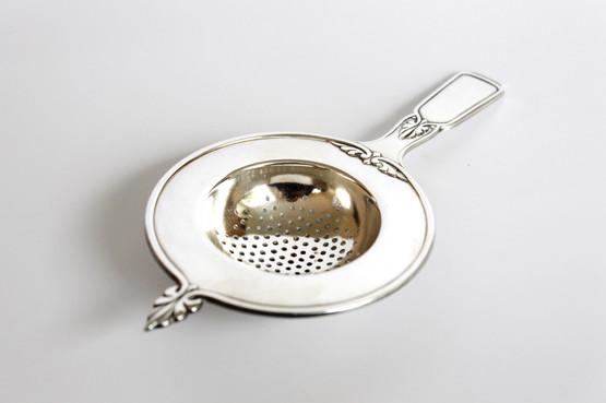 Antique antik silverplated sølvplet danish tea strainer dansk tesi totårnet forsølvet art deco njal handle feather fan motif