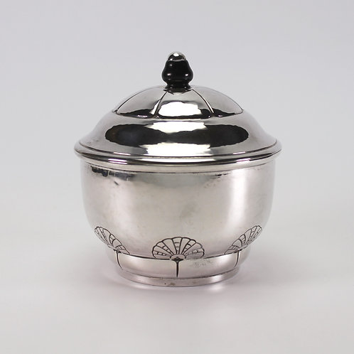 danish art nouveau skønvirke lidded silver jar with scallop pattern and ebony finial hammered detail Grann Laglye antique