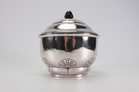 danish art nouveau skønvirke lidded silver jar with scallop pattern and ebony finial hammered detail Grann Laglye antique