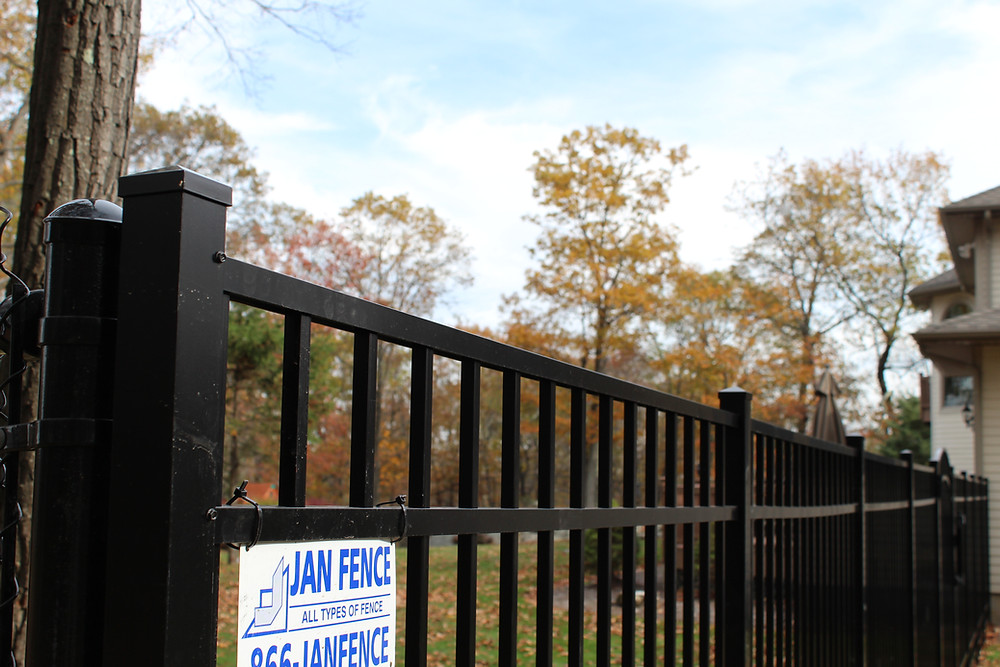 How to Find a Fence Contractor for a Commercial Fencing Project in the Mendham, NJ Area