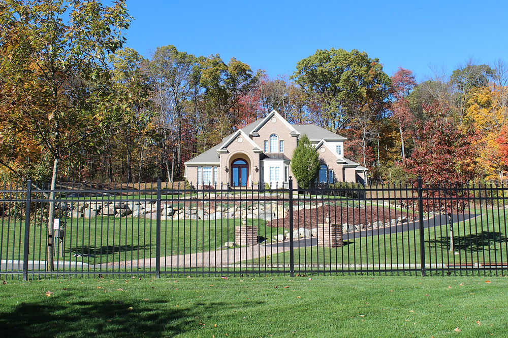 How to Find the Right Aluminum Fence for a Fence Installation Near Me in Saddle River, NJ