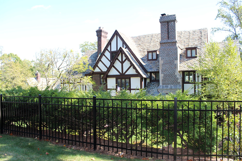 Aluminum Fence or Vinyl Fence: Which Fencing Works Best for a Home in Bergen County, NJ?