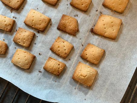 Crackers, picos, colines... como quieras llamarlo (0,1 carbs). Más fácil imposible.