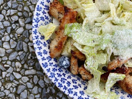 Mi cena favorita: Ensalada césar con julianas de pollo