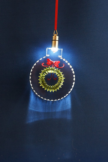 LIGHTED ORNAMENT -Wreath hand carved
