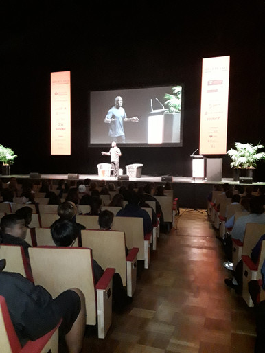 Talking to students at the Auckland Book festival, New Zealand.