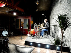 Ce we c'était le batteur Pierre Goodart venu deux jours au studio DCO !!