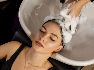 happy-client-hair-salon-who-wash-her-hai