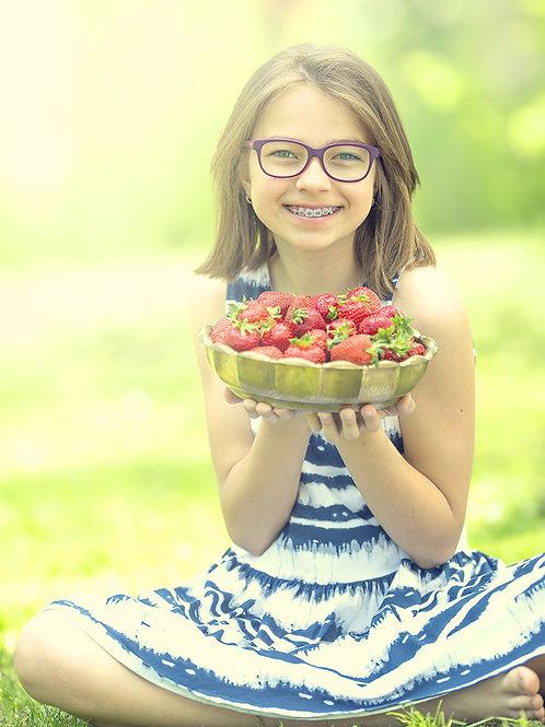 Fotomural niña con frutas