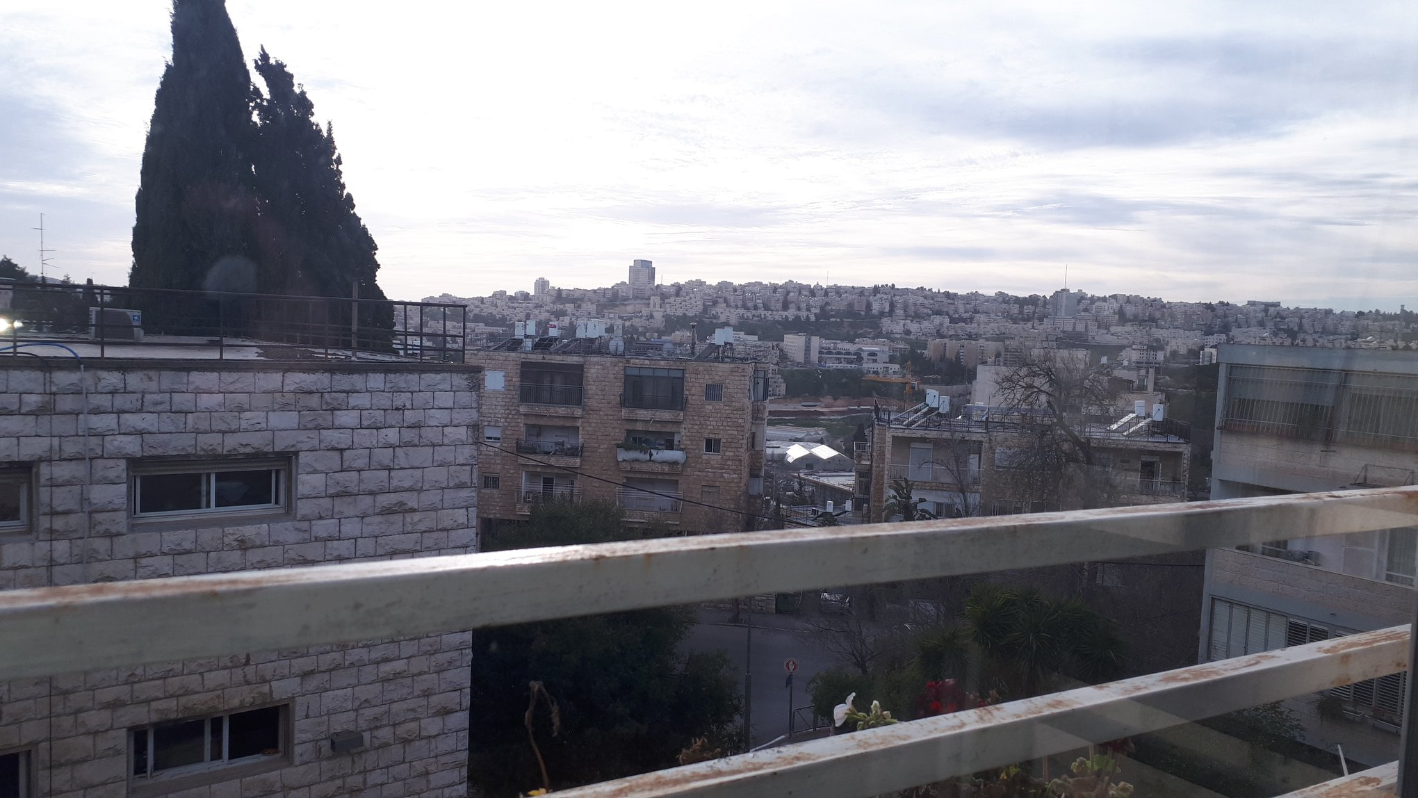 Dov Kimhi - at home in jerusalem (3)