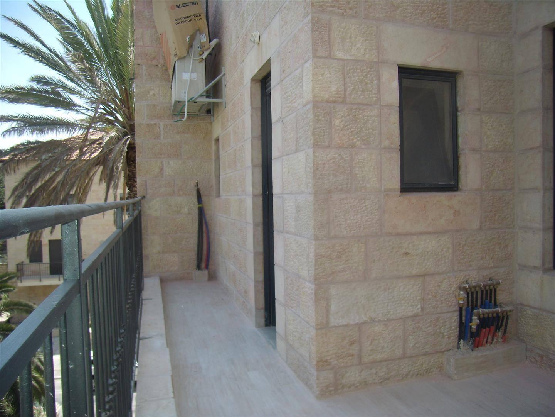 Levi - at home in jerusalem (12)