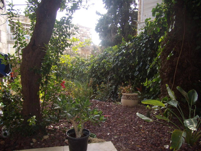 Ben Labrat - At home in jerusalem (3)