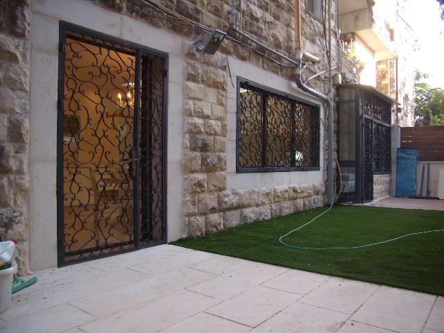 Itamar Ben Avi - at home in jerusalem (6