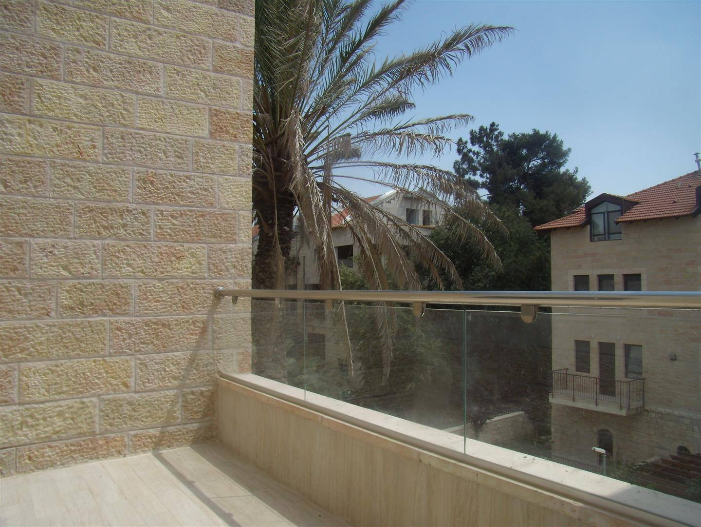 Levi - at home in jerusalem (15)