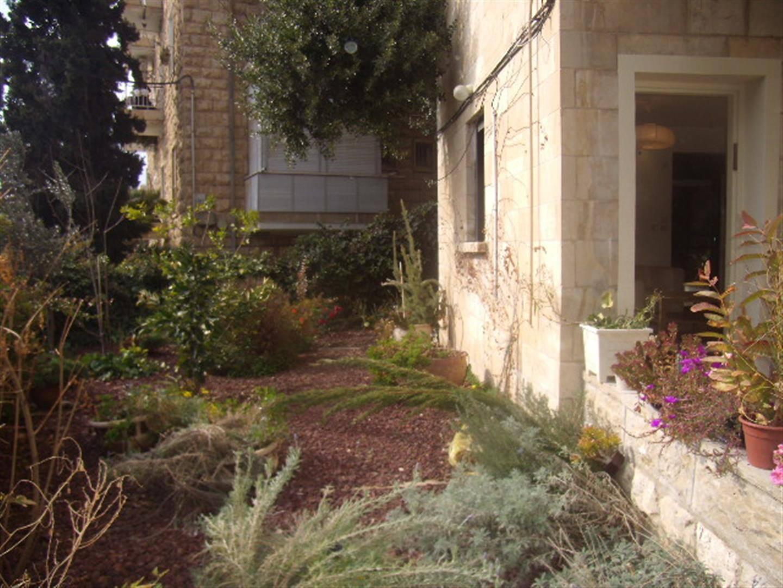 Ben Labrat - At home in jerusalem (14)