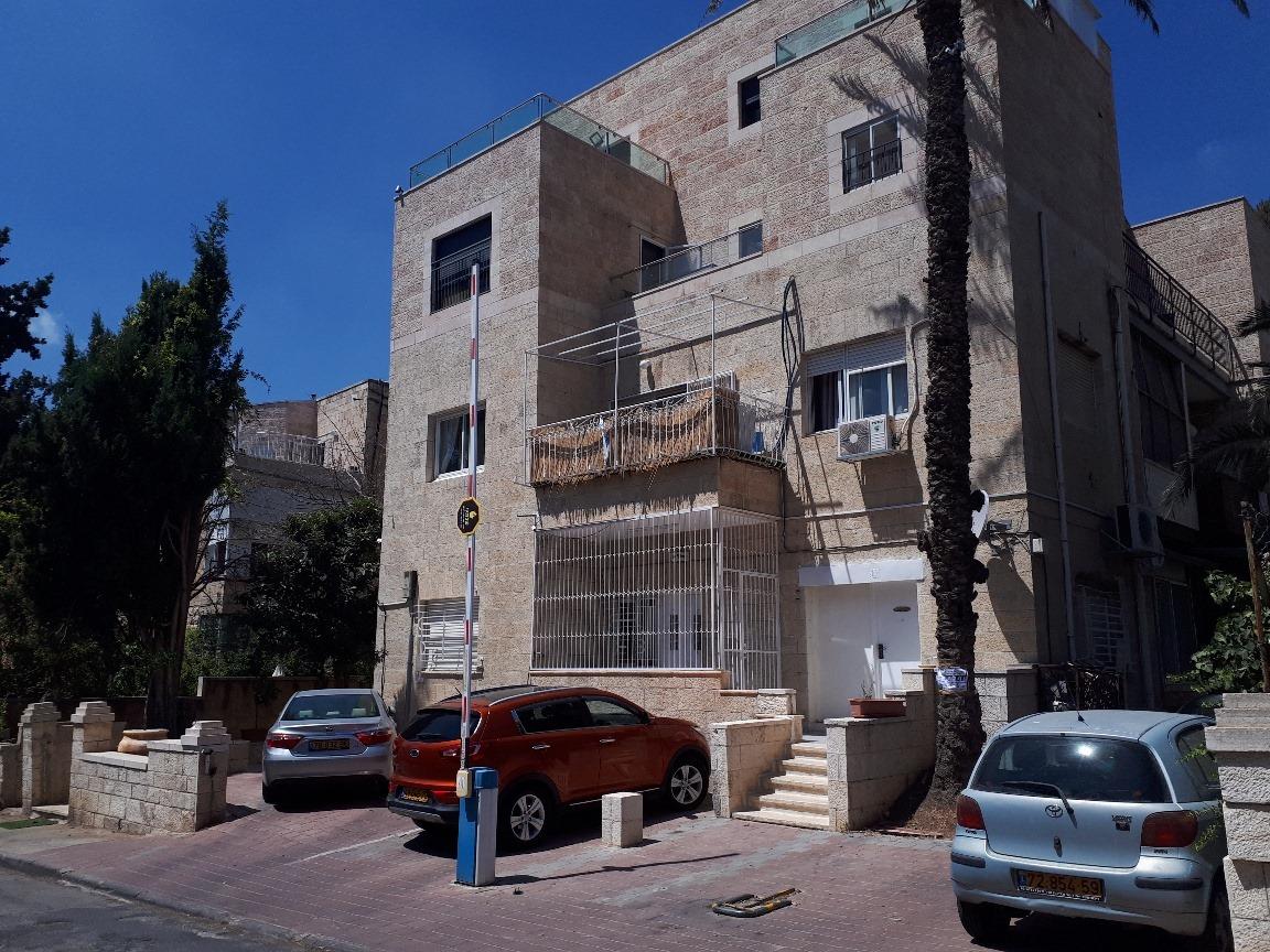 Levi - at home in jerusalem (10)