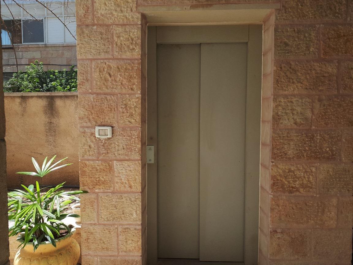 Levi - at home in jerusalem (17)