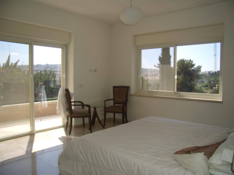 Shimoni - at home in jerusalem (2)