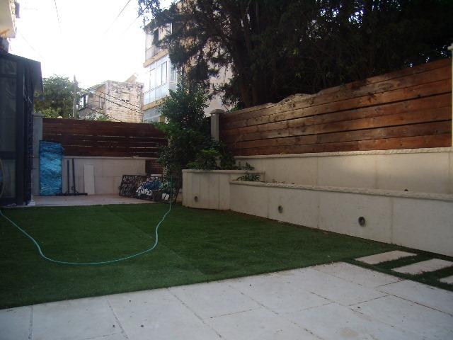 Itamar Ben Avi - at home in jerusalem (7