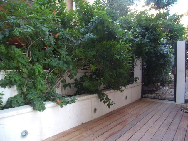 Itamar Ben Avi - at home in jerusalem (9
