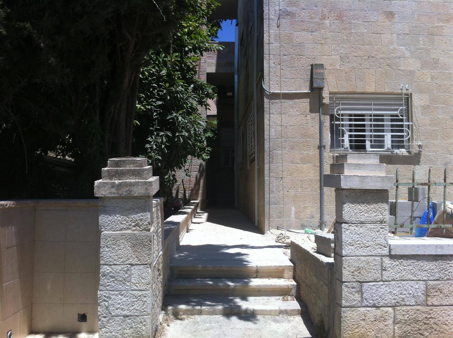Levi - at home in jerusalem (18)