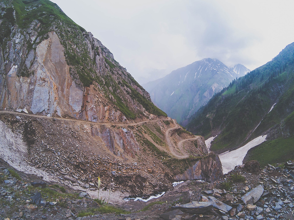 Enroute Sach pass from Killar