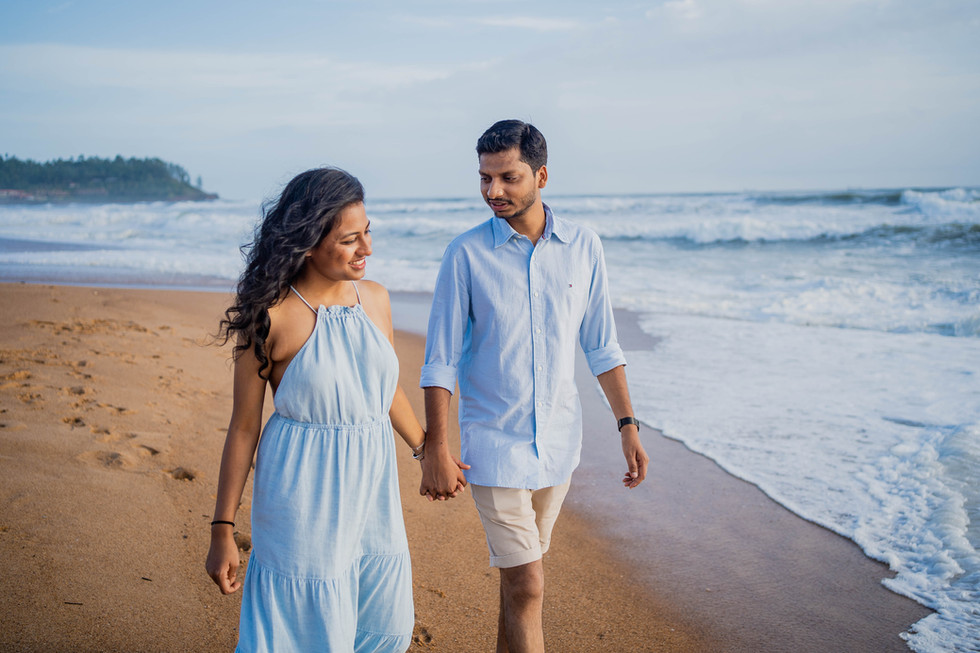 Beach shoot of couple in goa