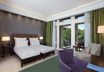 Deluxe Room green - twin - windows.jpg