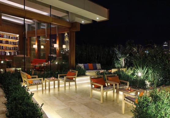 1210x840_cigar-lounge---terrace-at-night