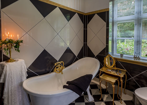 Wedding suite with bathtub