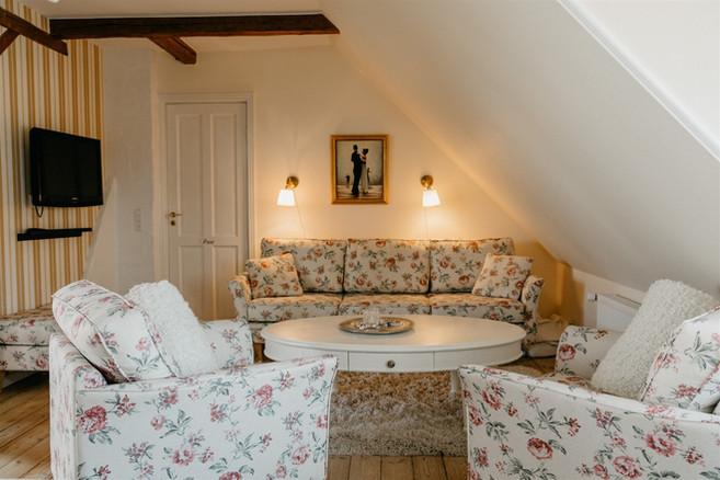 Jungshoved_Præstegaard_Frederikkes Suite sofa.jpg